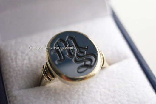 Gold ring with dark blue layered gemstone ms