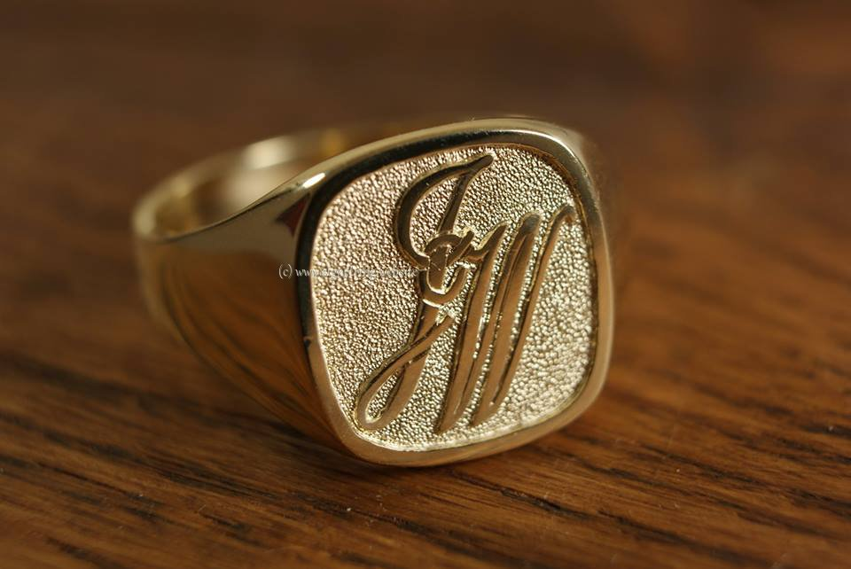 Ring engraving monogram letters jw with background