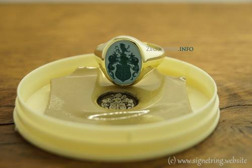 Greenlayered stone ring signet signetring gold rings