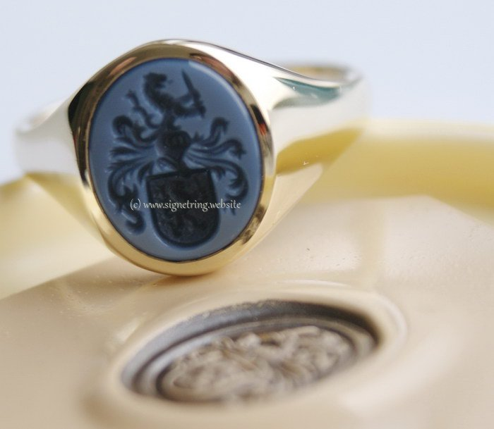 Gold signet ring blue layered agate classic blue