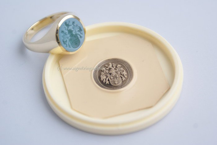 Signet ring with green layered agate