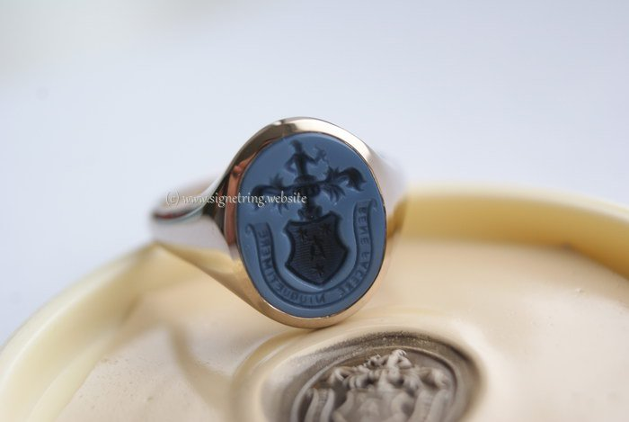 Signet ring with motto