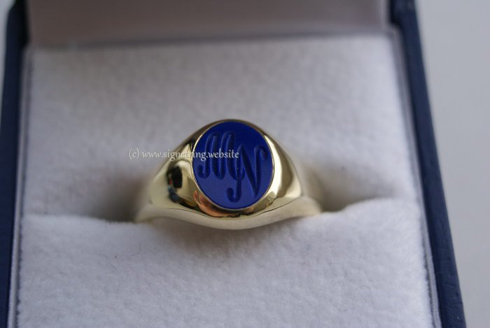 Womens signet ring with lapis lazuli